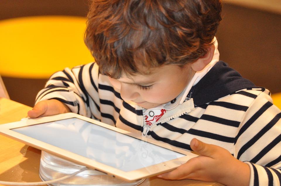 À partir de quel âge faut-il acheter une tablette pour enfant?